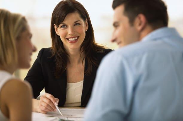 Общение с клиентами - важный аспект в работе с базами данных Export Base. При разговоре важно задавать правильные вопросы и внимательно слушать на них ответы.